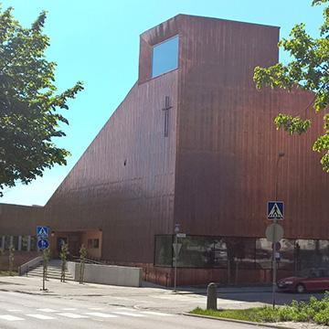 Espooseen toteutettu kuparijulkisivuinen Suvelan kappeli / Julkinen